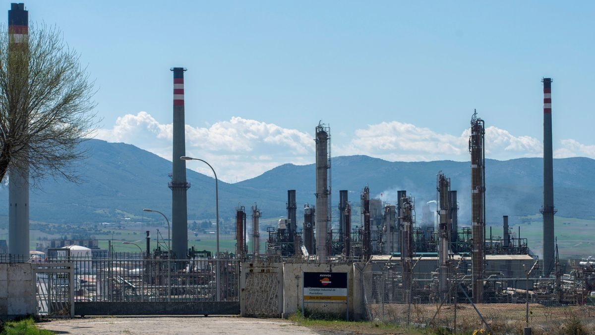 Vista general del complejo industrial de Repsol en Puertollano