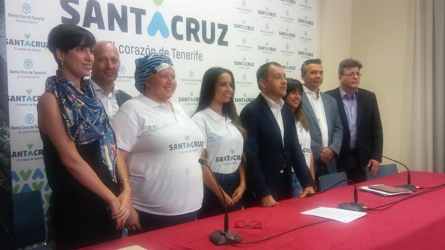 El alcalde José Manuel Bermúdez, junto a otros participantes en la presentación de la campaña