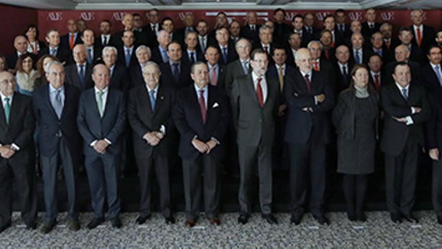 El presidente del Gobierno, Mariano Rajoy, junto a empresarios valencianos / ave.org.es