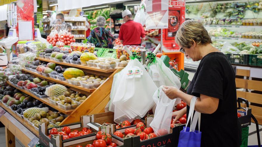 Sección de frutería en un supermercado catalán