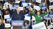 El voto latino, clave para la batalla entre Sanders y Biden en el supermartes