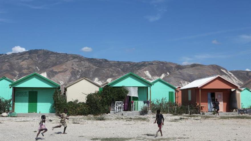 """Oxfam encubrió """"orgías"""" con prostitutas de algunos de sus empleados en Haití"""