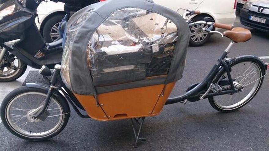 La bicicargo de Mensos con un reparto de comida. / Mensos
