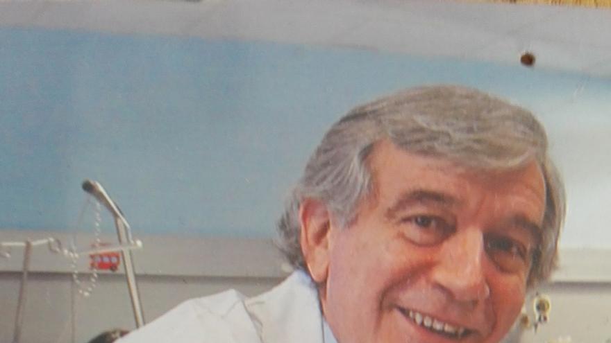 El pediatra del CHN Javier Molina, nombrado socio de honor de la Asociación Española de Pediatría