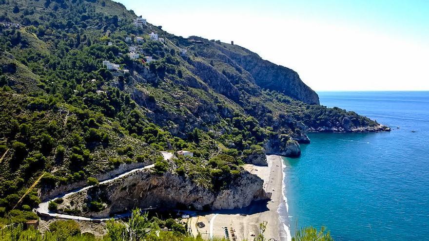 Paisajes costeros de Cerrogordo y playas de Cantarriján, en Granada.