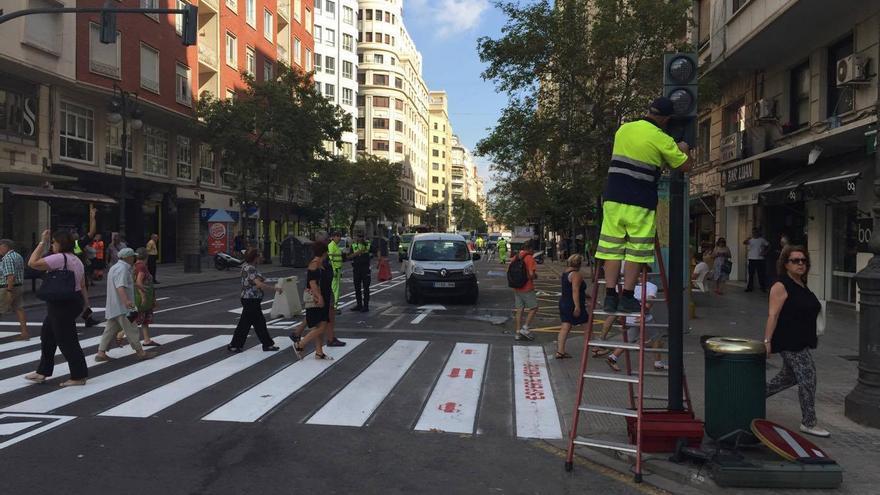 Los operarios ultiman el doble sentido de la avenida del Oeste hasta la plaza San Agustín