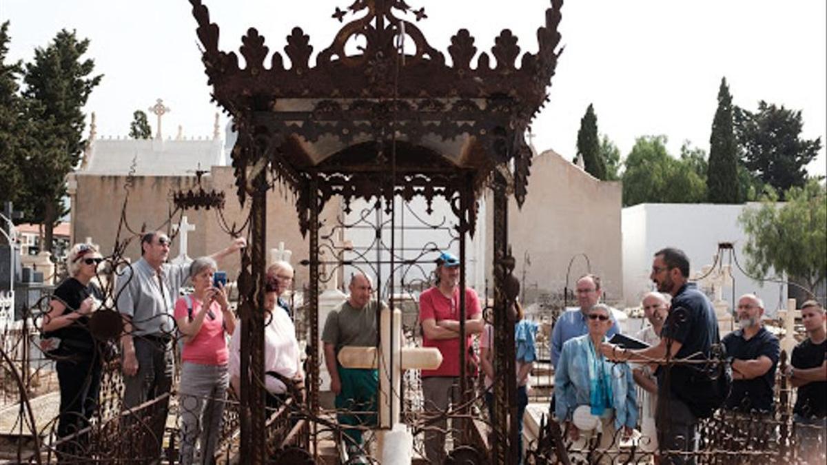 Imagen de archivo de una visita guiada a los cementerios de Mazarrón