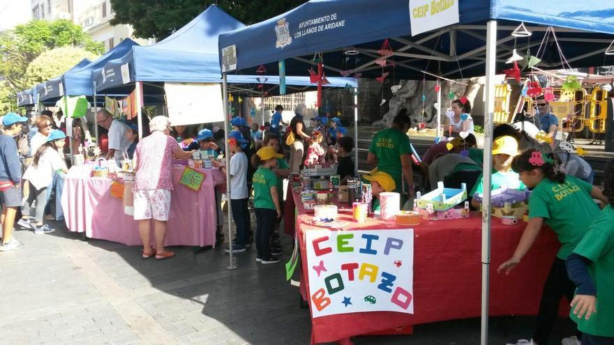 La Feria de Cooperativas Escolares organizada por Ader-La Palma se ha celebrado este viernes, 19 de mayo, en la Plaza de España de Los Llanos de Aridane.  Foto. Ader-La Palma.