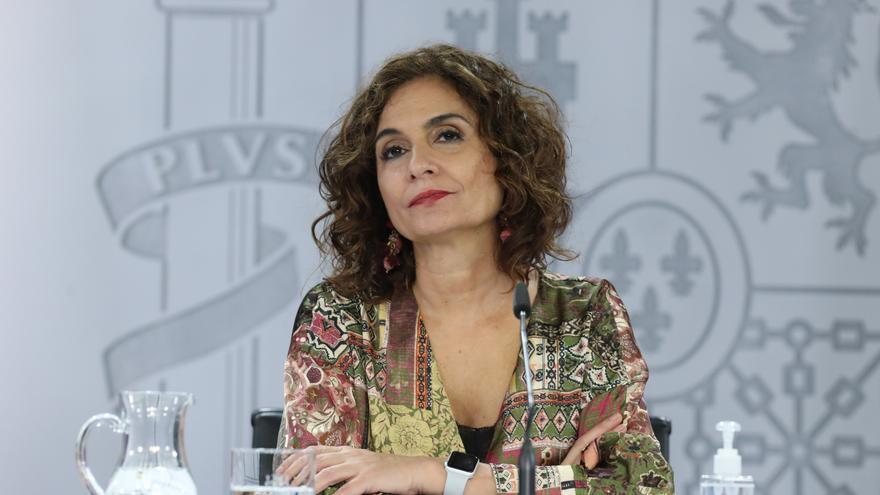 La ministra portavoz y de Hacienda, María Jesús Montero, comparece este martes en la rueda de prensa posterior al Consejo de Ministros.