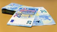Los españoles pagan más que la media europea por los créditos para el consumo o para comprar una casa