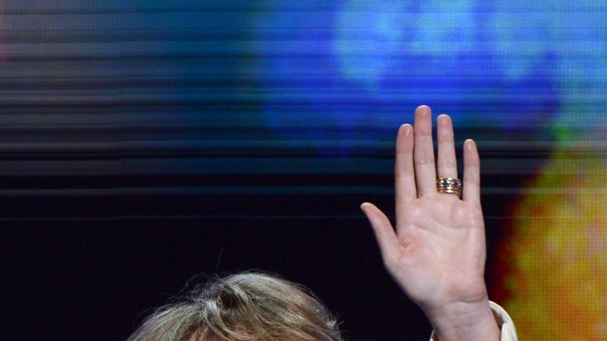 La excongresista Giffords se reunirá con familiares de víctimas en Newtown