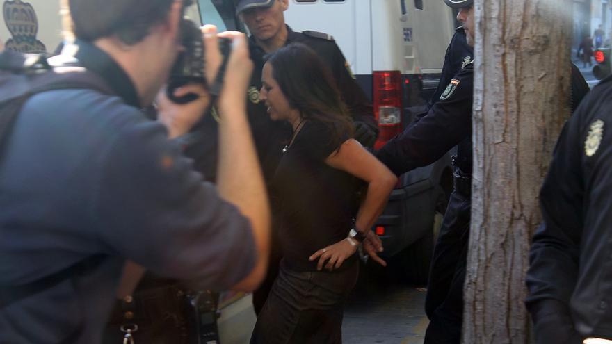 La concejal de Podemos en el Ayuntamiento de Sevilla, Cristina Honorato, detenida. / J.M.B.