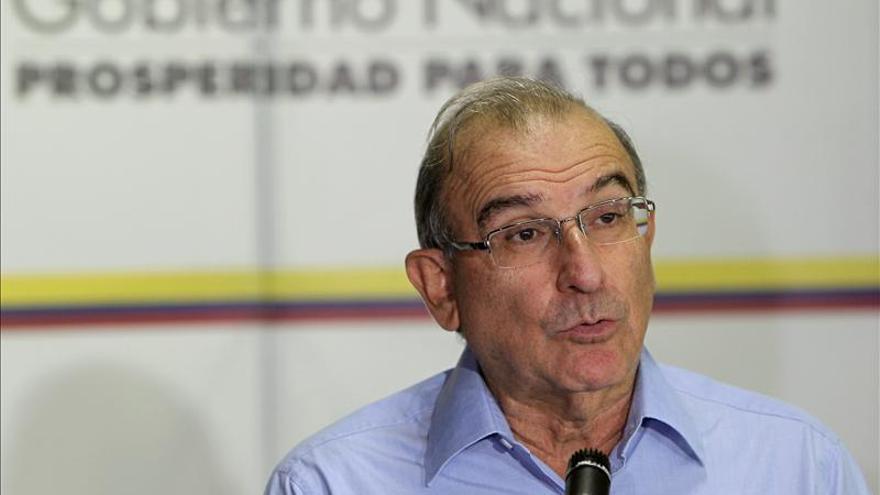 Negociadores del Gobierno colombiano parten a Cuba para retomar el diálogo de paz