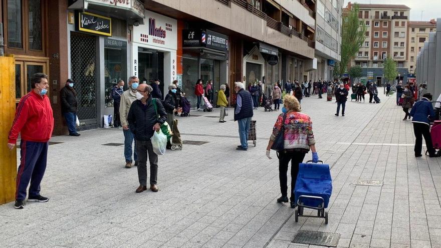 Aspecto del mercado de Santa Bárbara en VItoria a las 9.30 de este jueves