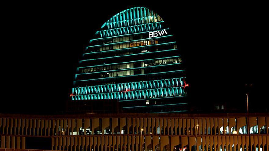 La Vela se ilumina de verde por la Cumbre del Clima de Madrid