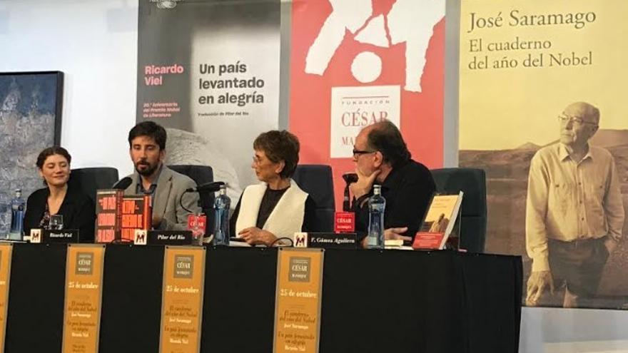 De izquierda a derecha, Pilar Reyes, de Alfaguara; el escritor y periodista Ricardo Viel, Pilar Del Río y el director de la Fundación Cesar Manrique, Fernando Gómez Aguilera.