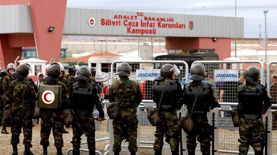 La Fiscalía turca ordena detener a 63 exagentes de los servicios secretos