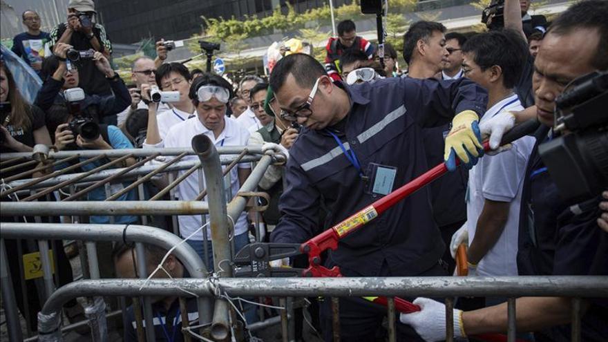 Tensión en un nuevo desalojo de manifestantes prodemocráticos en Hong Kong