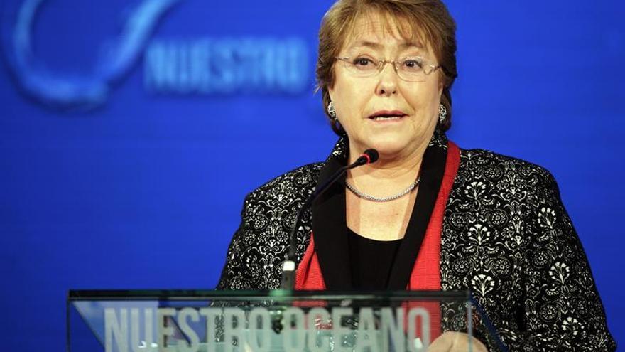 Bachelet cambia a la cuestionada titular de Justicia y a otros dos ministros