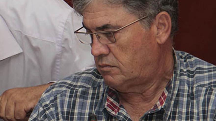 Francisco Perdomo, en un pleno reciente del Cabildo (DE LA CRUZ/DIARIO DE LANZAROTE)