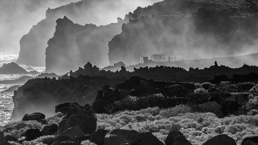 Primera clasificada. Título: Bruma volcánica. Autor: Antonio Hernández Santana.