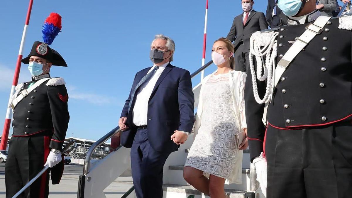 Alberto Fernández llegó a Roma junto a su mujer, Fabiola Yáñez.
