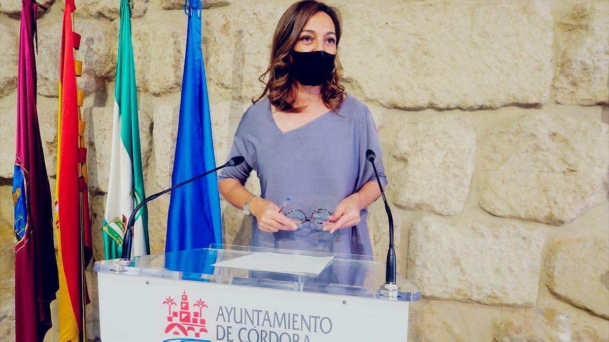 La portavoz del PSOE, Isabel Ambrosio, en el Ayuntamiento.