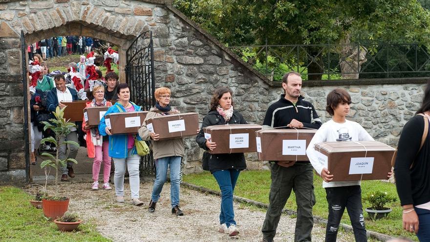 Gobierno, asociaciones memorialistas y el pueblo de Donamaría-Gaztelu rinden homenaje a la familia Goñi Sagardía