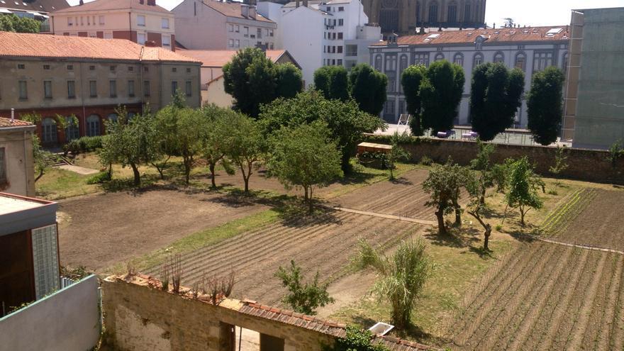 Las huertas del antiguo Convento de las Brígidas, propiedad del Obispado de Vitoria, recuperadas por los trabajadores de Cáritas.