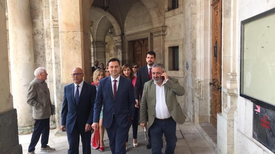 """Vox anuncia """"consecuencias"""" para los concejales que han incumplido la disciplina de voto en Burgos"""