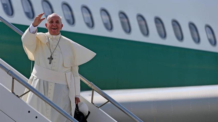 El papa Francisco llega a Colombia para una visita de cinco días