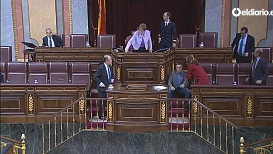 El diputado Joan Baldoví es atendido tras sufrir un desvanecimiento