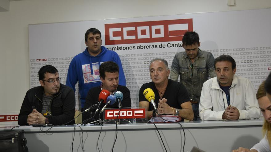 Con rostros serios por la difícil situación que atraviesan, los representantes de los trabajadores han comparecido ante los medios.