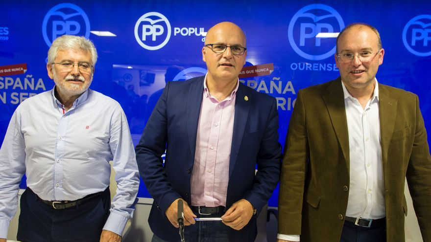 Tellado (derecha), con Baltar en la sede del PP de Ourense