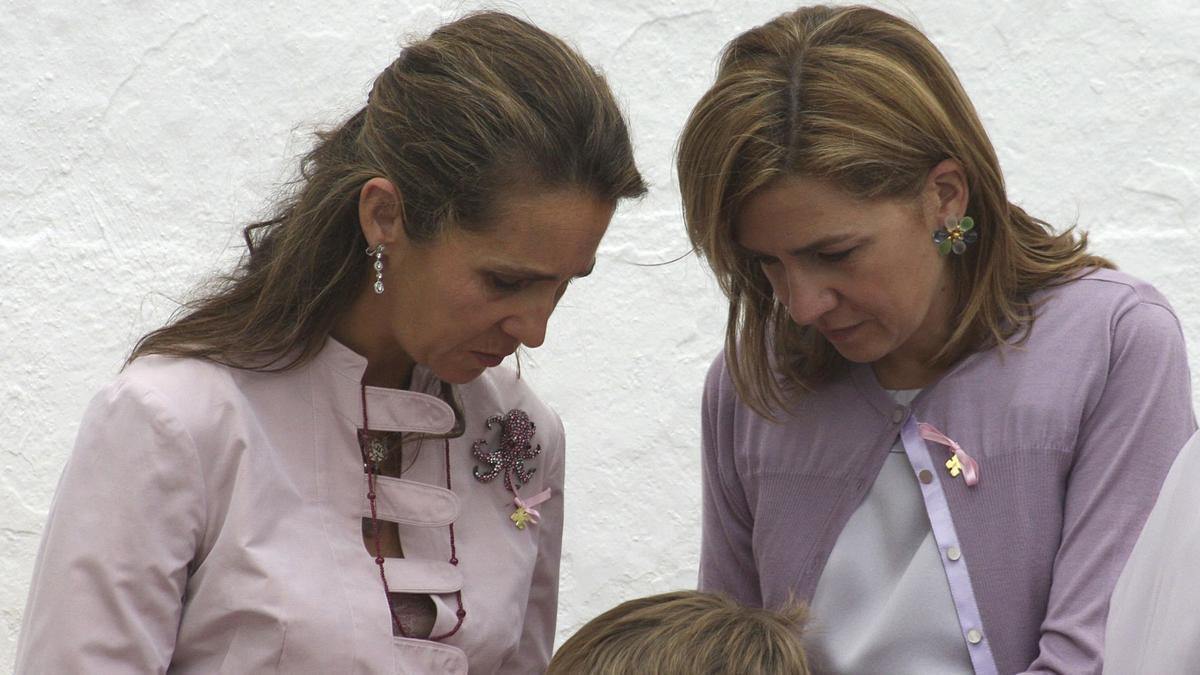 Elena y Cristina, hijas del rey emérito Juan Carlos. EFE/Martínez de Cripan/Archivo