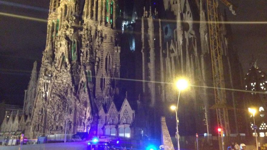 La Sagrada Familia, acordonada por el dispositivo policial antiterrorista