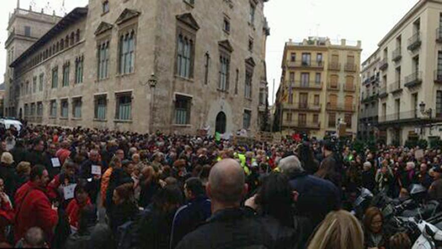 Miles de personas se concentraron contra el copago en dependencia planteado por Bienestar Social/@sisocialista