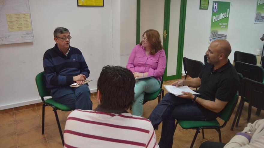 Reunión entre la Plataforma por la Ley de Dependencia de Castilla-La Mancha y Podemos Castilla-La Mancha / Foto: Javier Robla