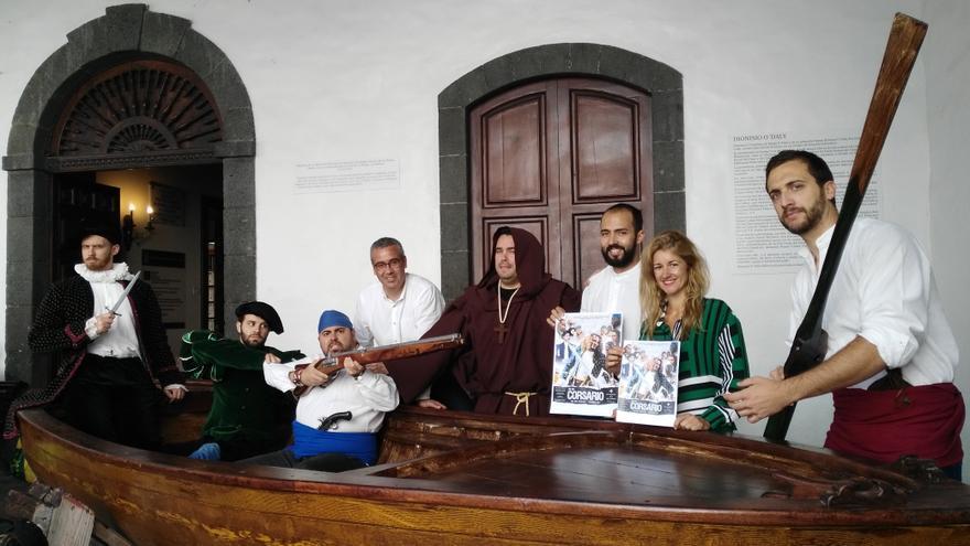 Presentación del Día del Corsario en el atrio del Ayuntamiento.