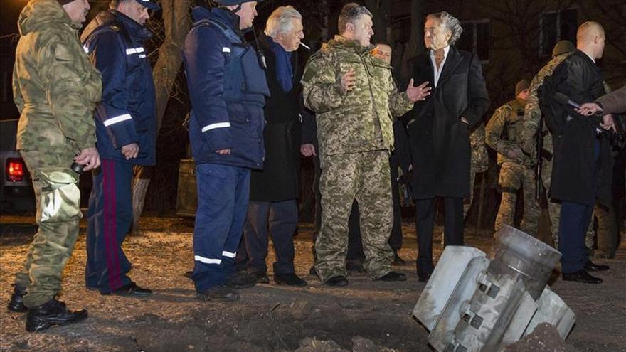 Poroshenko advierte de que Kiev declarará la ley marcial si continúa la escalada del conflicto