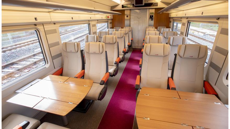 Interior del AVLO, el tren AVE low cost de Renfe