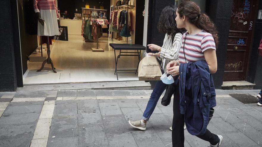 El 88% de los jóvenes de Navarra reducen el uso de bolsas de plástico y más del 70% el consumo de luz y agua en el hogar