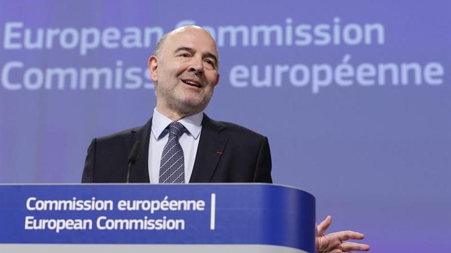 """Moscovici: """"Extraño país, EEUU, donde puedes eludir el pago de impuestos"""""""