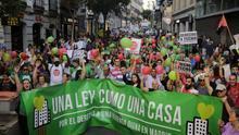 Almeida pone trabas a una manifestación por la vivienda digna por el paso de una procesión