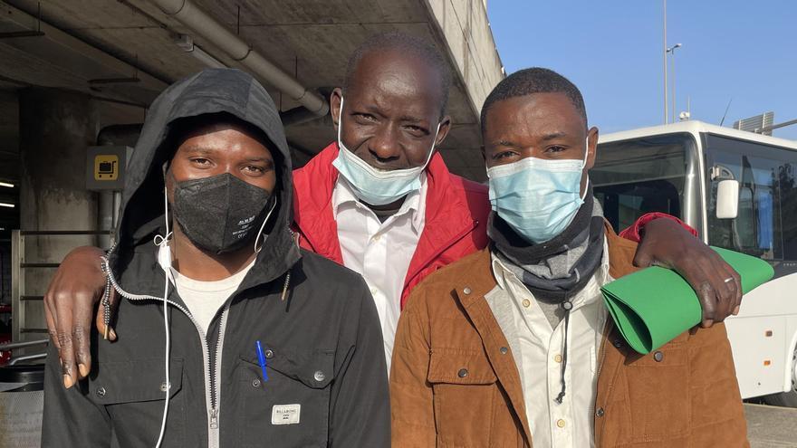 Mohammed, Mamadou y Baba antes de viajar a Madrid desde Tenerife