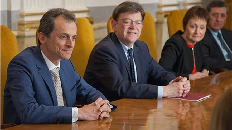 El ministro de Ciencia, Investigación y Universidades, Pedro Duque, junto al president Ximo Puig y la rectora de la Universitat de València, Mavi Mestre