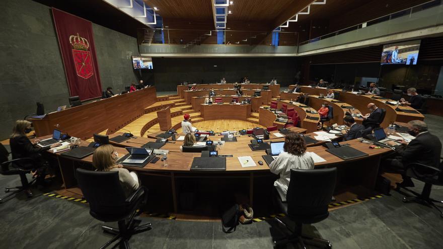 Archivo - Vista del salón de plenos del Parlamento de Navarra el 8 de octubre de 2020.