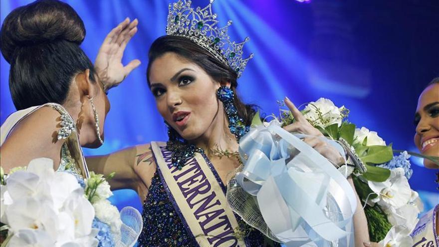Una transexual brasileña se corona Miss International Queen en Tailandia