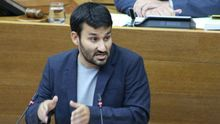 El conseller de Educación, Vicent Marzà, esta mañana en las Corts defendiendo el decreto-ley sobre Plurilingüismo