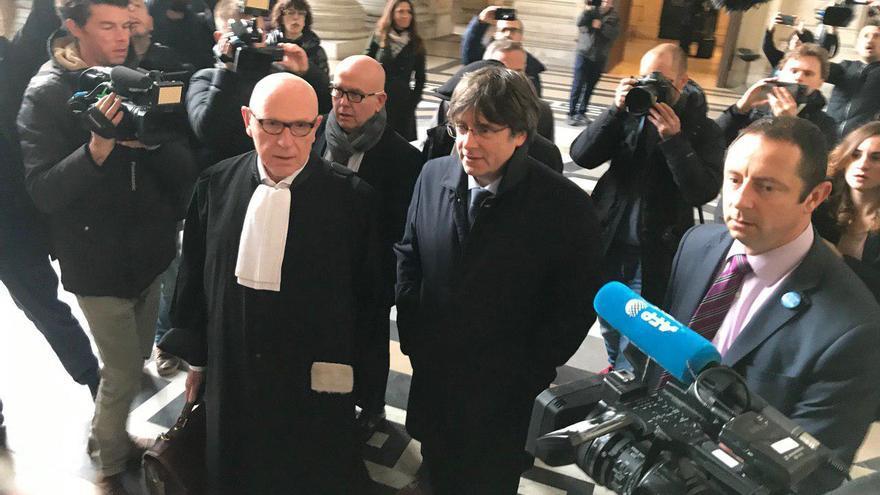 Carles Puigdemont, a su llegada al Palacio de Justicia de Bruselas, este martes.